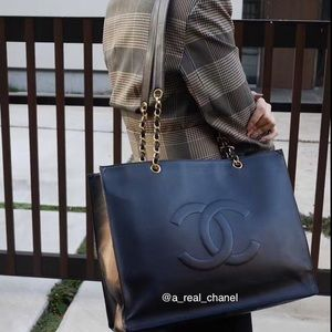 💎FIRM💎 Price drop!!! CHANEL TOTE BAG